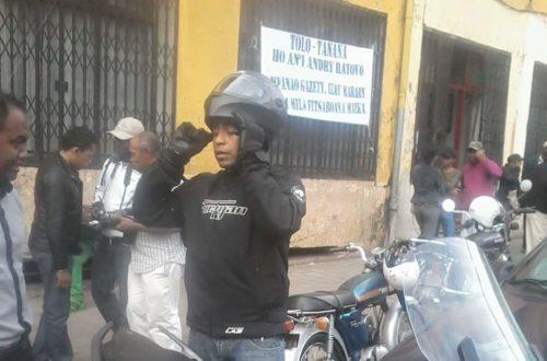 Article : Madagascar : le ministre de l'éducation à moto, le peuple sous le charme.