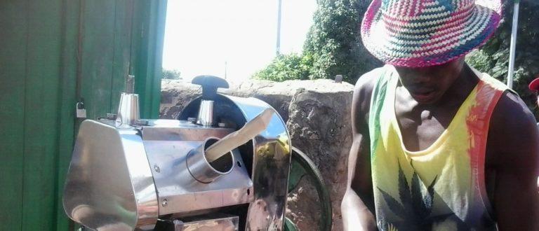 Article : A la rencontre de Fary, le faiseur de jus de canne-à-sucre